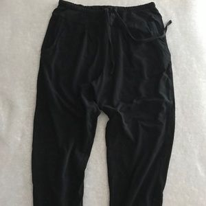 Cropped black jogger